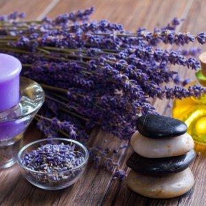 Как использовать эфирное масло лаванды: свойства и применение в рецептах красоты. Эфирное масло лаванды – полезные свойства и применение